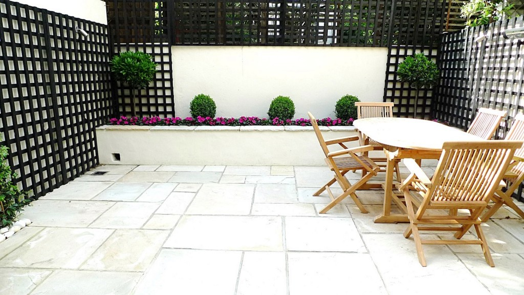 Sandstone paving patio raised beds classic modern planting black trellis white walls clapham london (2)