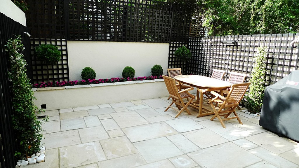 Sandstone paving patio raised beds classic modern planting black trellis white walls clapham london (3)