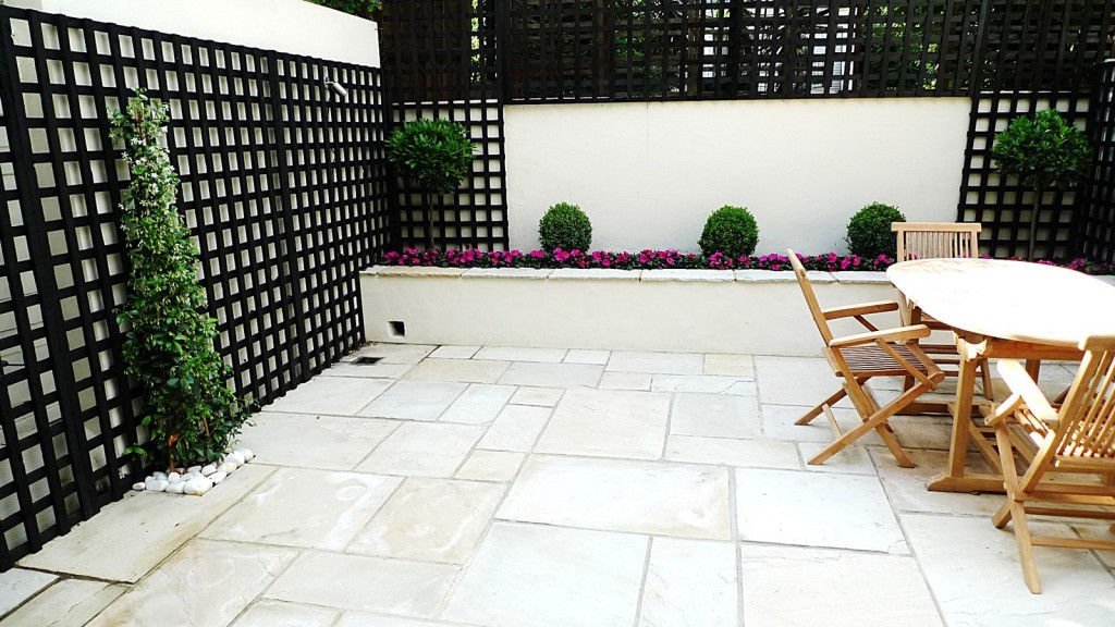 Sandstone paving patio raised beds classic modern planting black trellis white walls clapham london (4)