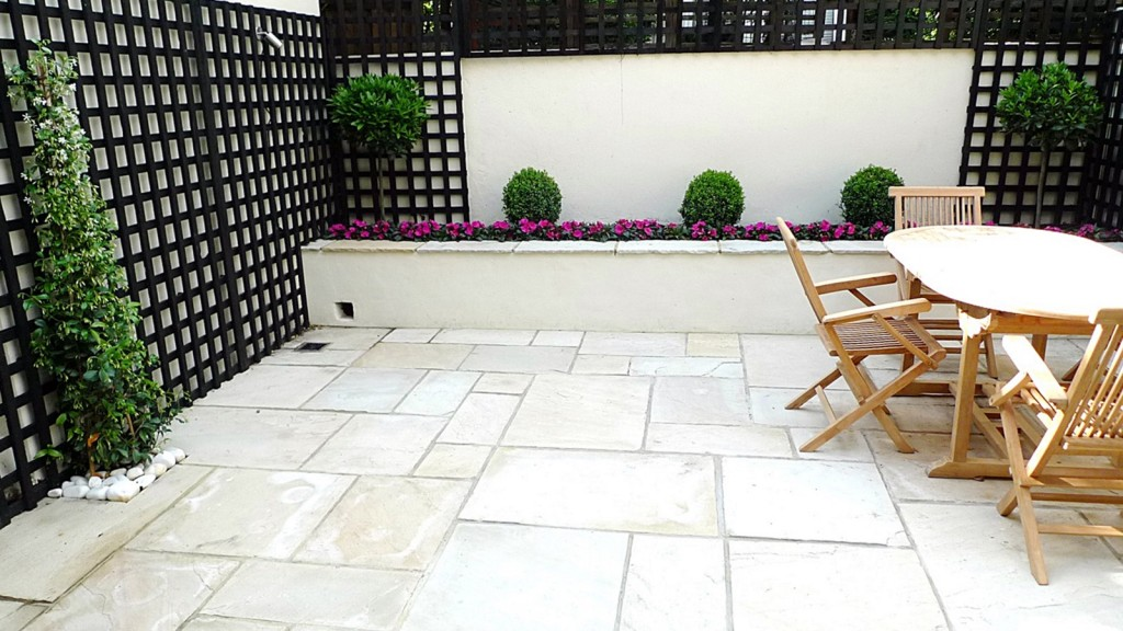 Sandstone paving patio raised beds classic modern planting black trellis white walls clapham london (5)