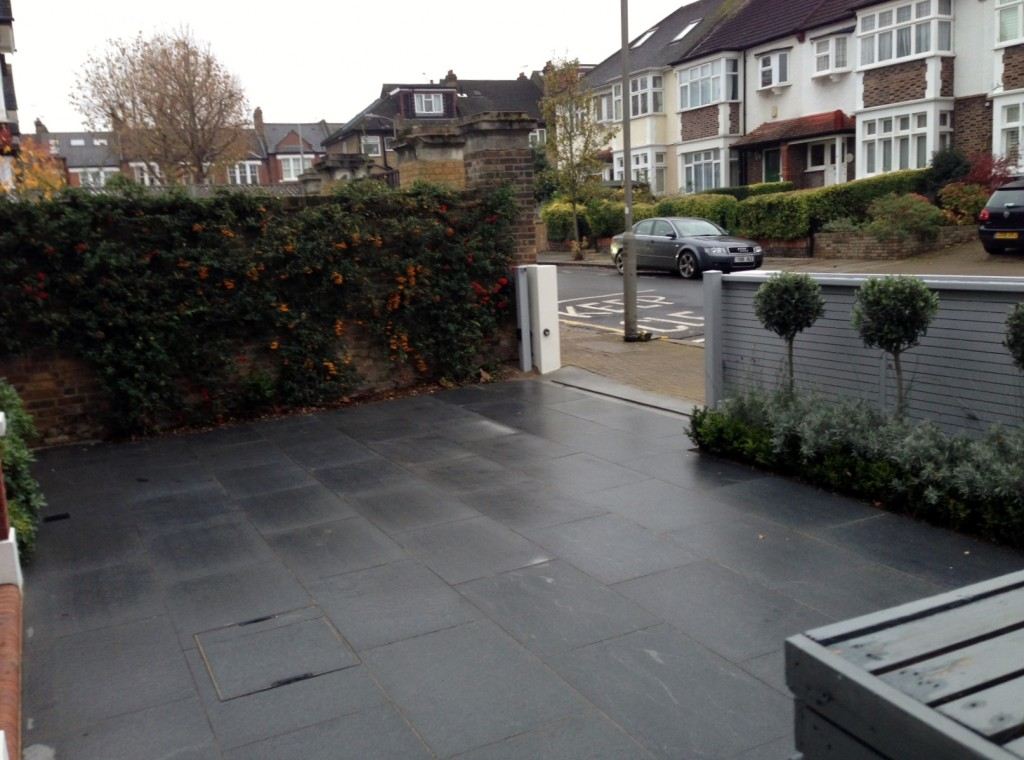 driveway car space paving granite bike bin store white wall grey privacy screen trellis automated gates balham clapham dulwich london (10)