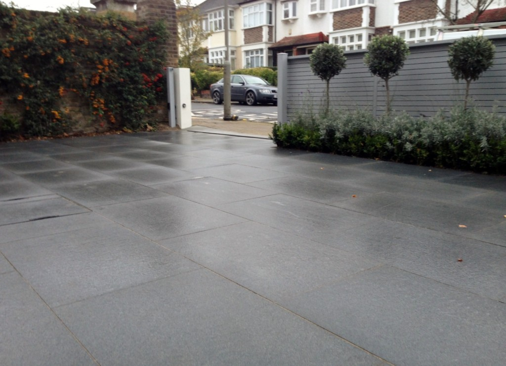 driveway car space paving granite bike bin store white wall grey privacy screen trellis automated gates balham clapham dulwich london (12)