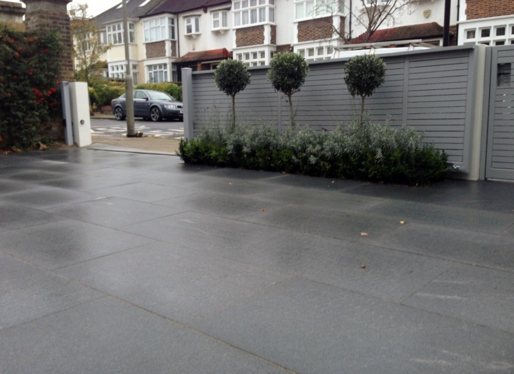 driveway car space paving granite bike bin store white wall grey privacy screen trellis automated gates balham clapham dulwich london (13)
