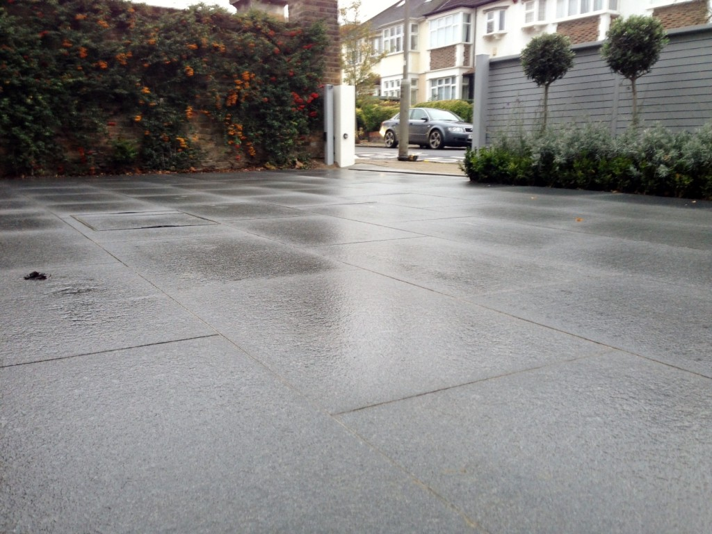 driveway car space paving granite bike bin store white wall grey privacy screen trellis automated gates balham clapham dulwich london (14)