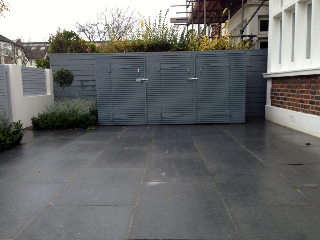 driveway car space paving granite bike bin store white wall grey privacy screen trellis automated gates balham clapham dulwich london (16)