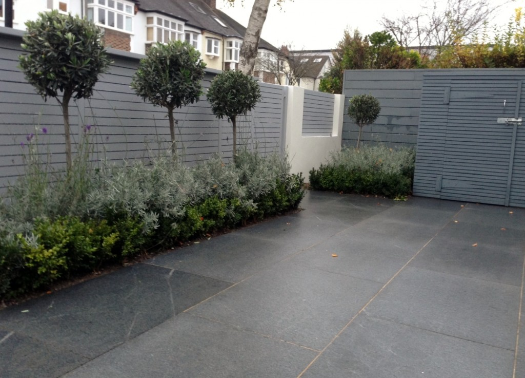 driveway car space paving granite bike bin store white wall grey privacy screen trellis automated gates balham clapham dulwich london (17)