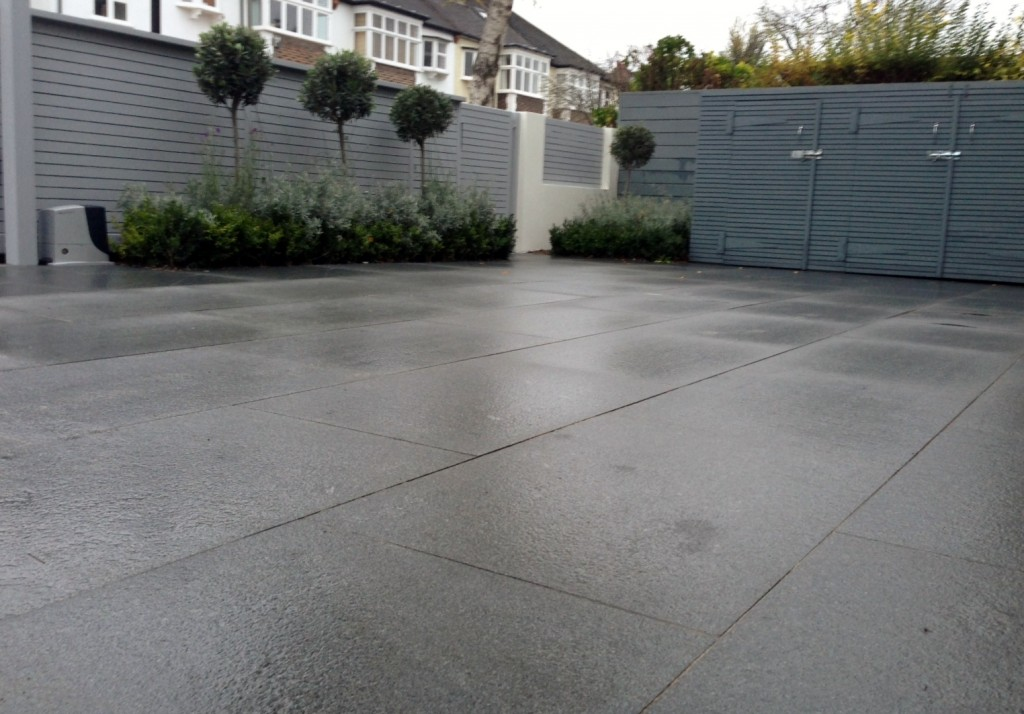 driveway car space paving granite bike bin store white wall grey privacy screen trellis automated gates balham clapham dulwich london (19)