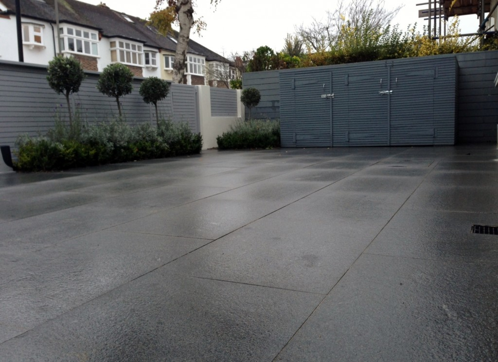driveway car space paving granite bike bin store white wall grey privacy screen trellis automated gates balham clapham dulwich london (20)