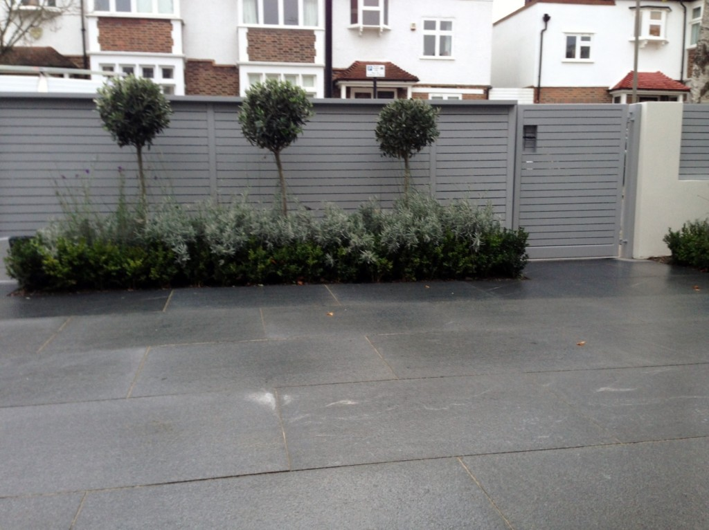 driveway car space paving granite bike bin store white wall grey privacy screen trellis automated gates balham clapham dulwich london (21)