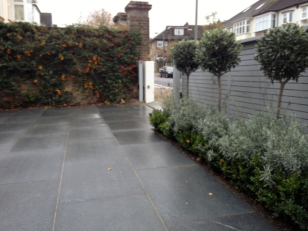 driveway car space paving granite bike bin store white wall grey privacy screen trellis automated gates balham clapham dulwich london (22)
