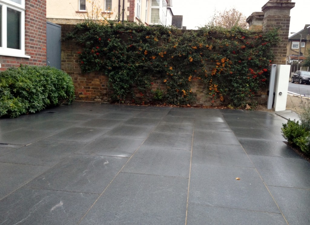 driveway car space paving granite bike bin store white wall grey privacy screen trellis automated gates balham clapham dulwich london (23)