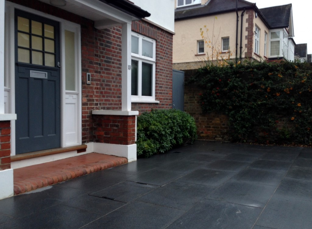 driveway car space paving granite bike bin store white wall grey privacy screen trellis automated gates balham clapham dulwich london (24)