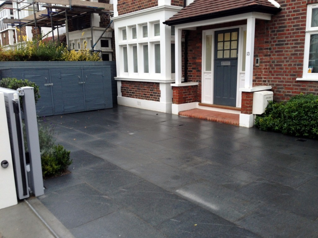 driveway car space paving granite bike bin store white wall grey privacy screen trellis automated gates balham clapham dulwich london (25)