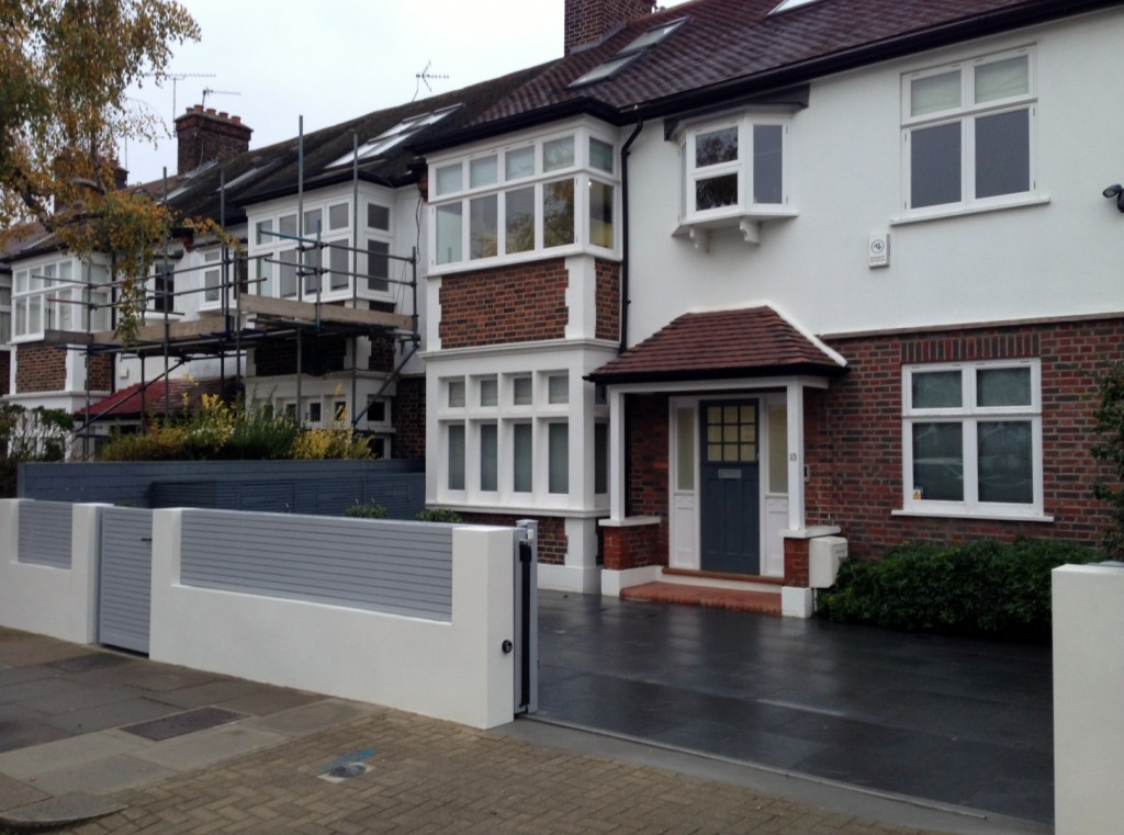 driveway car space paving granite bike bin store white wall grey privacy screen trellis automated gates balham clapham dulwich london (29)