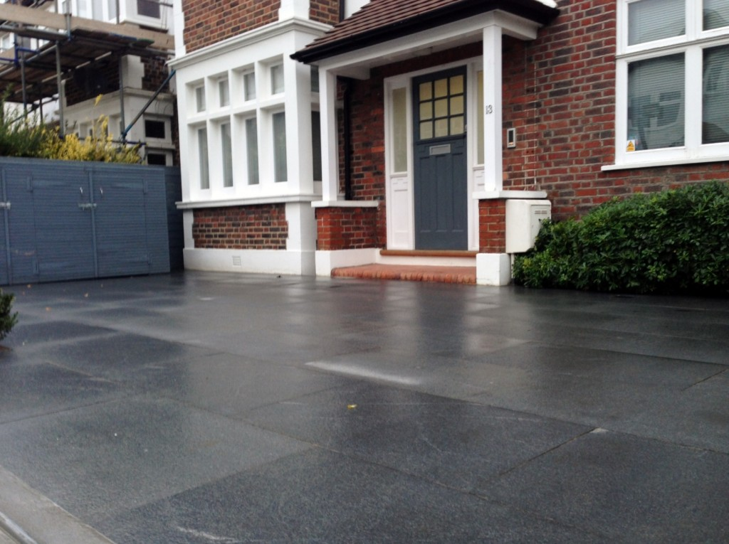 driveway car space paving granite bike bin store white wall grey privacy screen trellis automated gates balham clapham dulwich london (32)