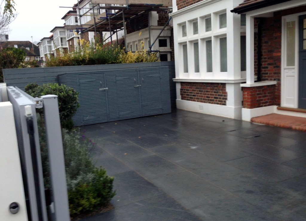 driveway car space paving granite bike bin store white wall grey privacy screen trellis automated gates balham clapham dulwich london (33)