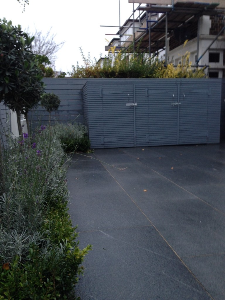 driveway car space paving granite bike bin store white wall grey privacy screen trellis automated gates balham clapham dulwich london (34)