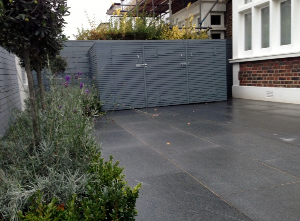 driveway car space paving granite bike bin store white wall grey privacy screen trellis automated gates balham clapham dulwich london (35)