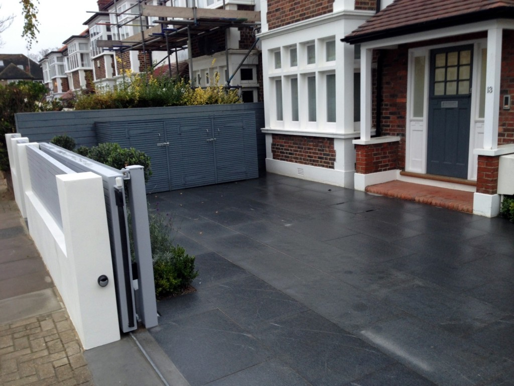 driveway car space paving granite bike bin store white wall grey privacy screen trellis automated gates balham clapham dulwich london (4)