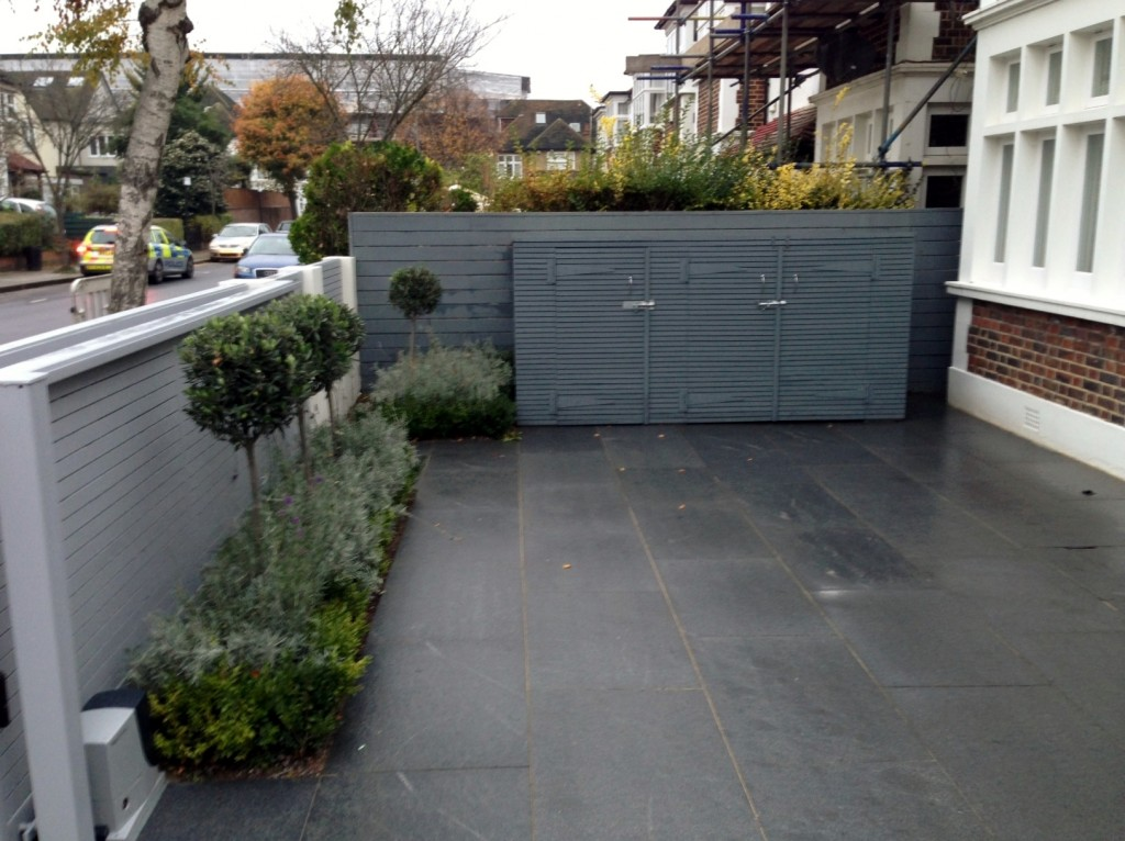 driveway car space paving granite bike bin store white wall grey privacy screen trellis automated gates balham clapham dulwich london (5)