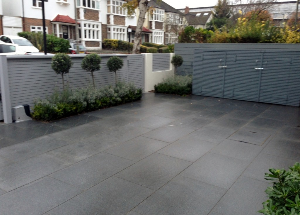 driveway car space paving granite bike bin store white wall grey privacy screen trellis automated gates balham clapham dulwich london (6)