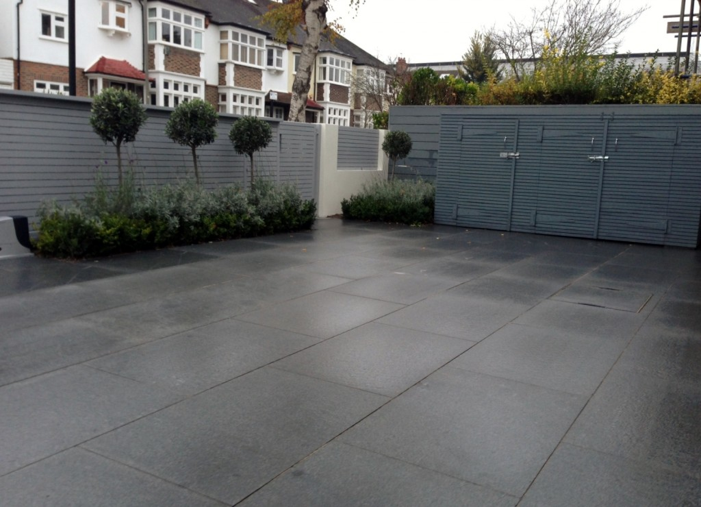 driveway car space paving granite bike bin store white wall grey privacy screen trellis automated gates balham clapham dulwich london (7)