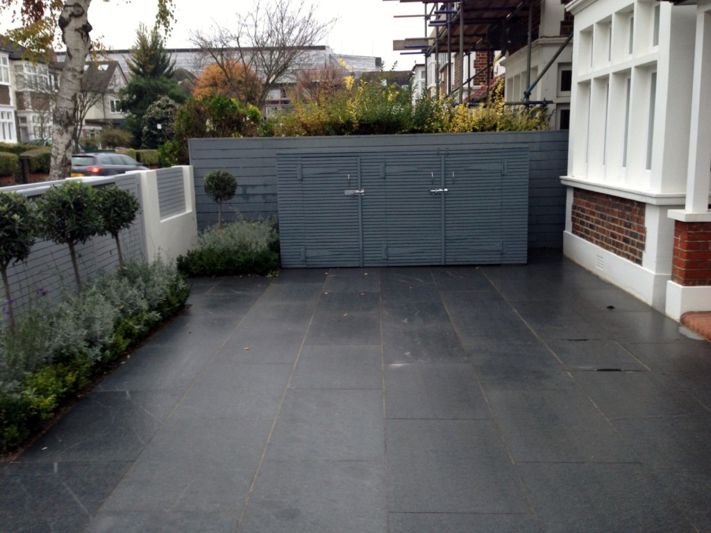 driveway car space paving granite bike bin store white wall grey privacy screen trellis automated gates balham clapham dulwich london (8)