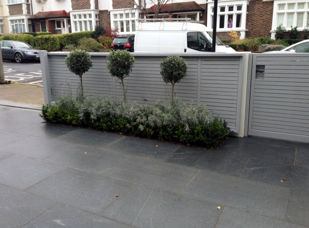 driveway car space paving granite bike bin store white wall grey privacy screen trellis automated gates balham clapham dulwich london (9)
