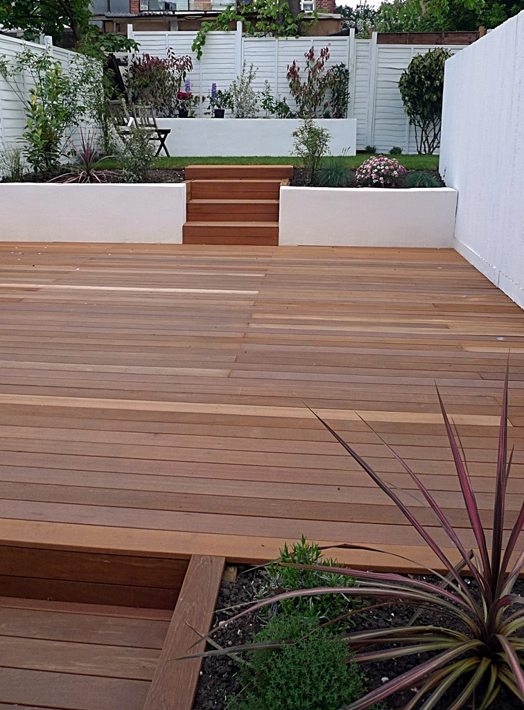 garden design clapham balham decking white fence low maintenance planting (1)
