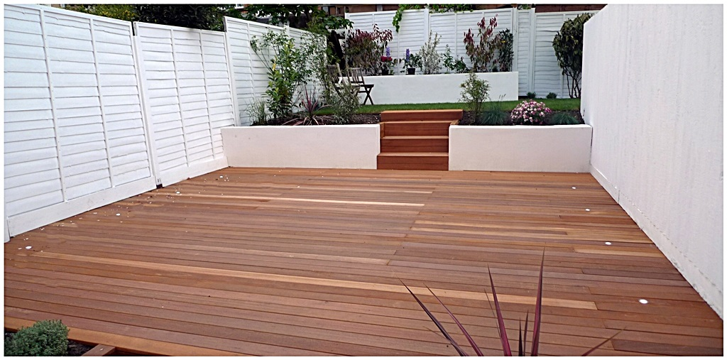 garden design clapham balham decking white fence low maintenance planting (3)