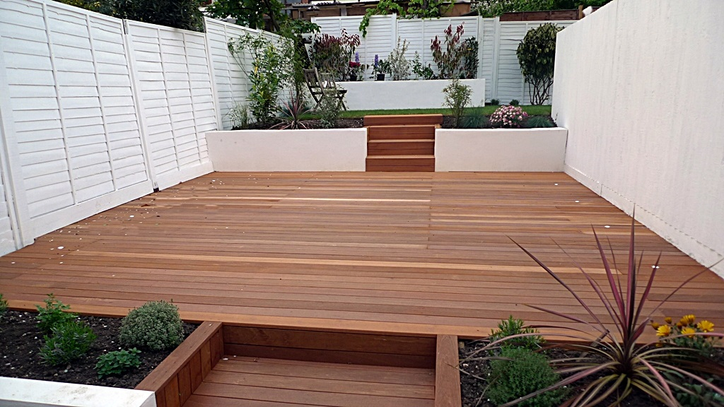 garden design clapham balham decking white fence low maintenance planting (4)