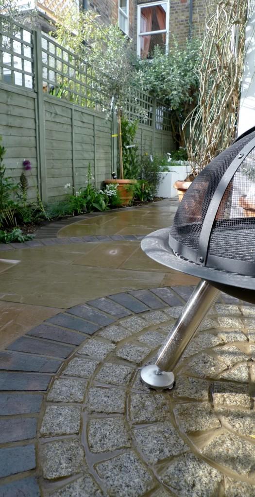 islington garden design courtyard builders designers paving hardwood screen curved bricks london (11)