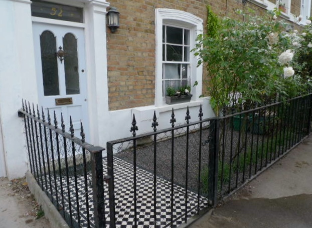 islington garden design courtyard builders designers paving hardwood screen curved bricks london (12)