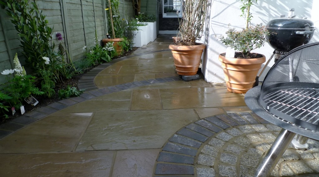 islington garden design courtyard builders designers paving hardwood screen curved bricks london (15)