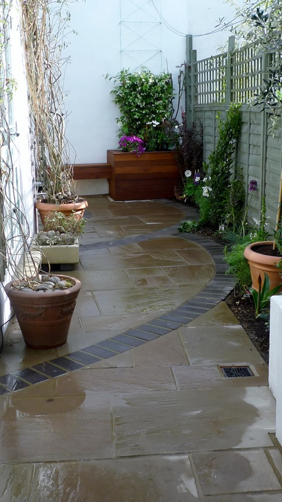 islington garden design courtyard builders designers paving hardwood screen curved bricks london (18)