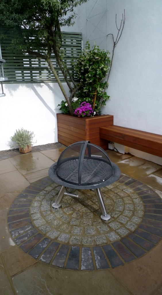 islington garden design courtyard builders designers paving hardwood screen curved bricks london (2)