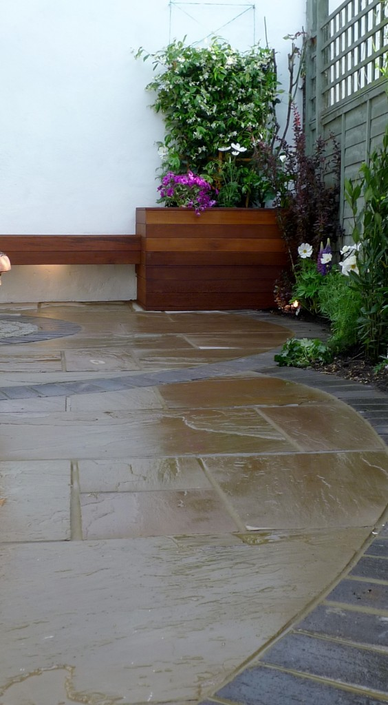islington garden design courtyard builders designers paving hardwood screen curved bricks london (21)