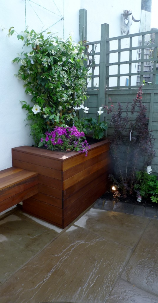islington garden design courtyard builders designers paving hardwood screen curved bricks london (24)