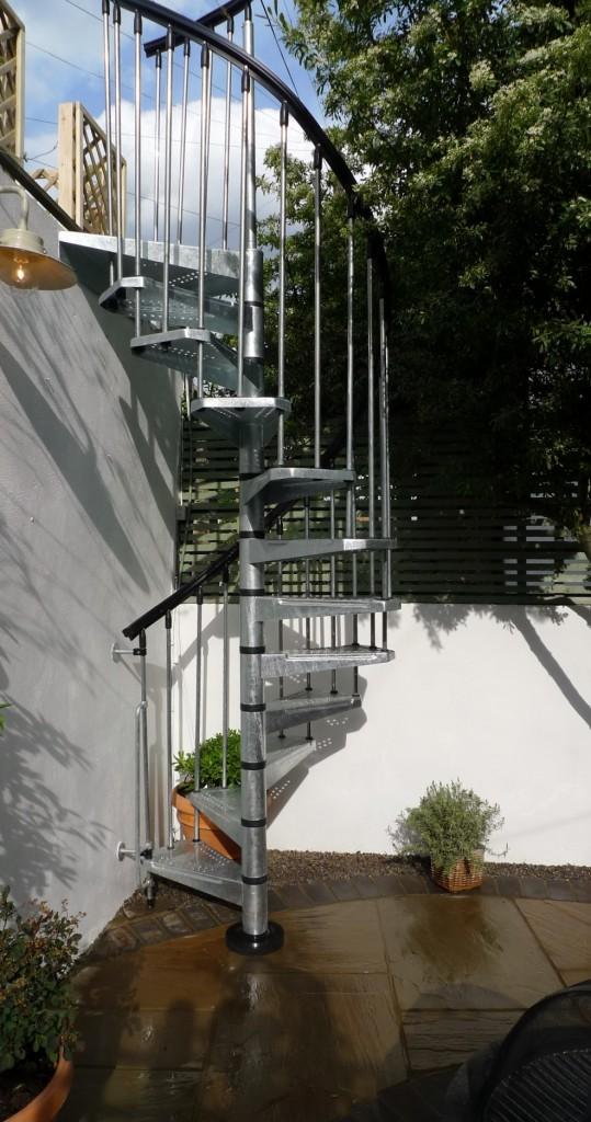 islington garden design courtyard builders designers paving hardwood screen curved bricks london (28)