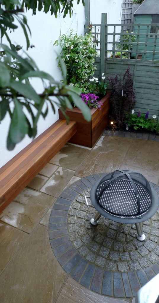 islington garden design courtyard builders designers paving hardwood screen curved bricks london (3)