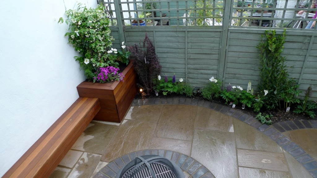 islington garden design courtyard builders designers paving hardwood screen curved bricks london (4)
