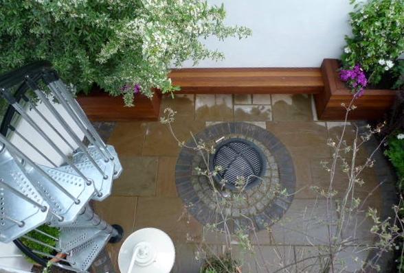 islington garden design courtyard builders designers paving hardwood screen curved bricks london (6)