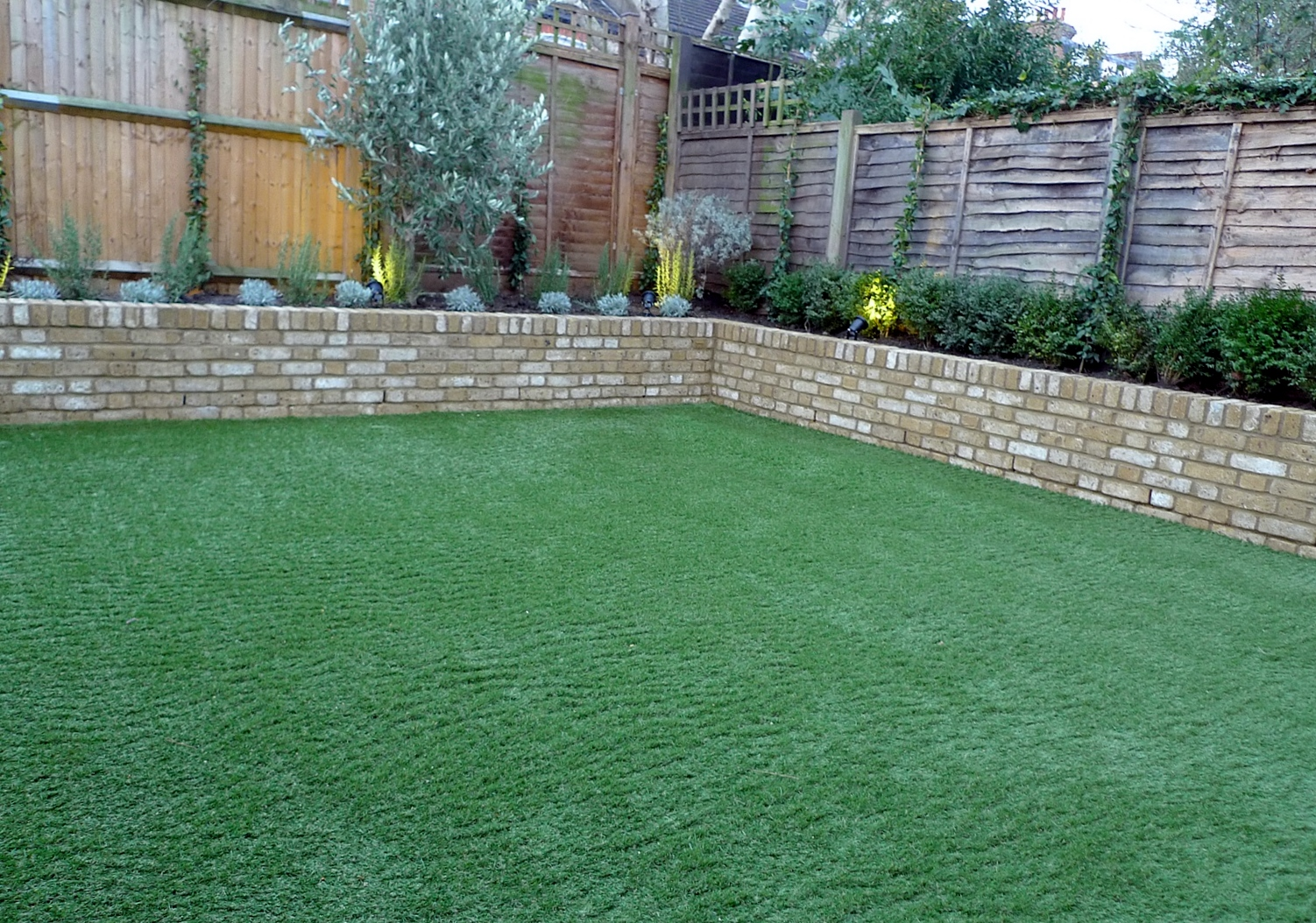 Raised vegetable garden ideas and designs - Yellow Brick Raised Bed Walls Artificial Fake Easy Grass