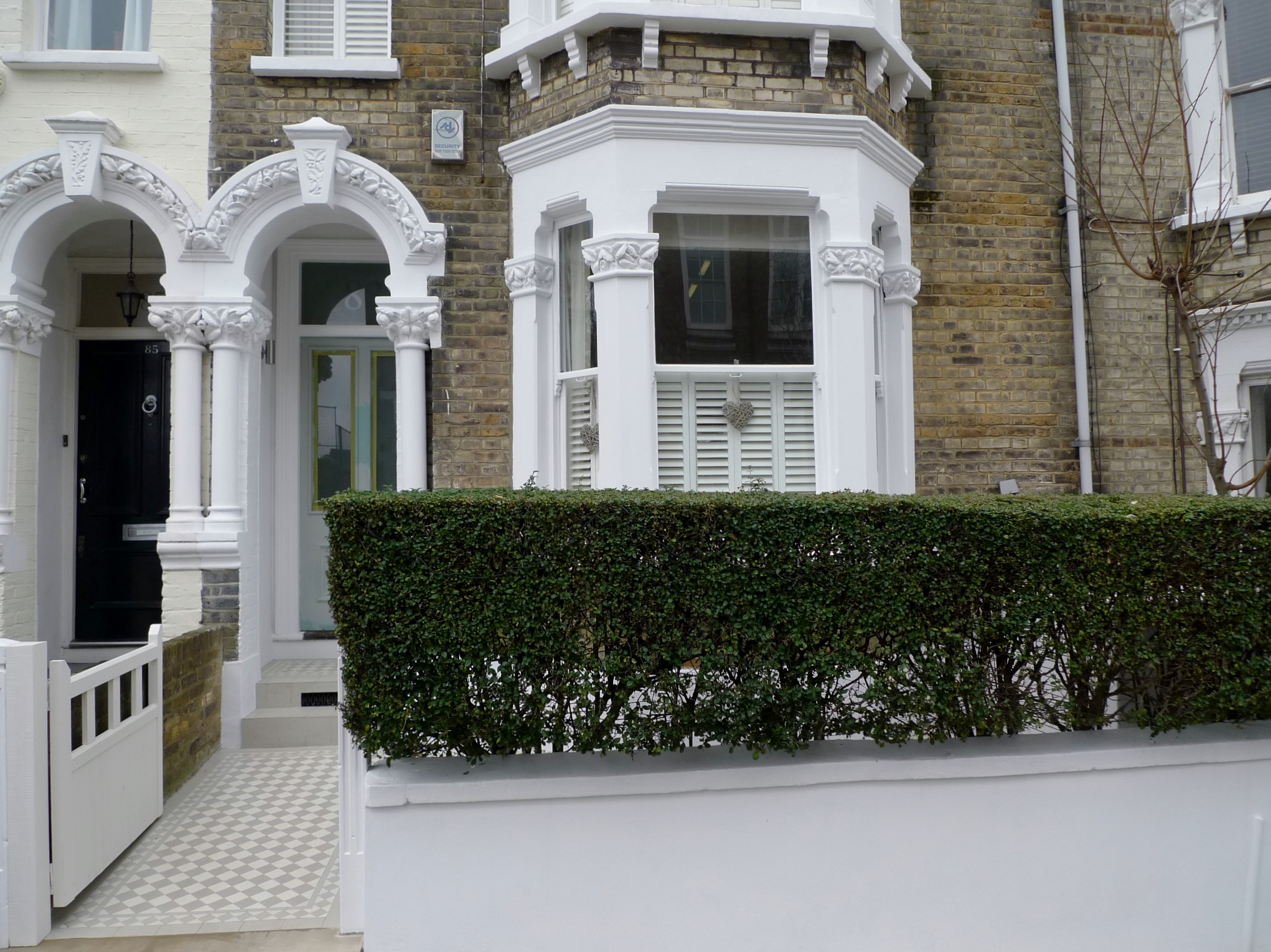 Classic victorian front garden design battersea clapham for Classic house fronts