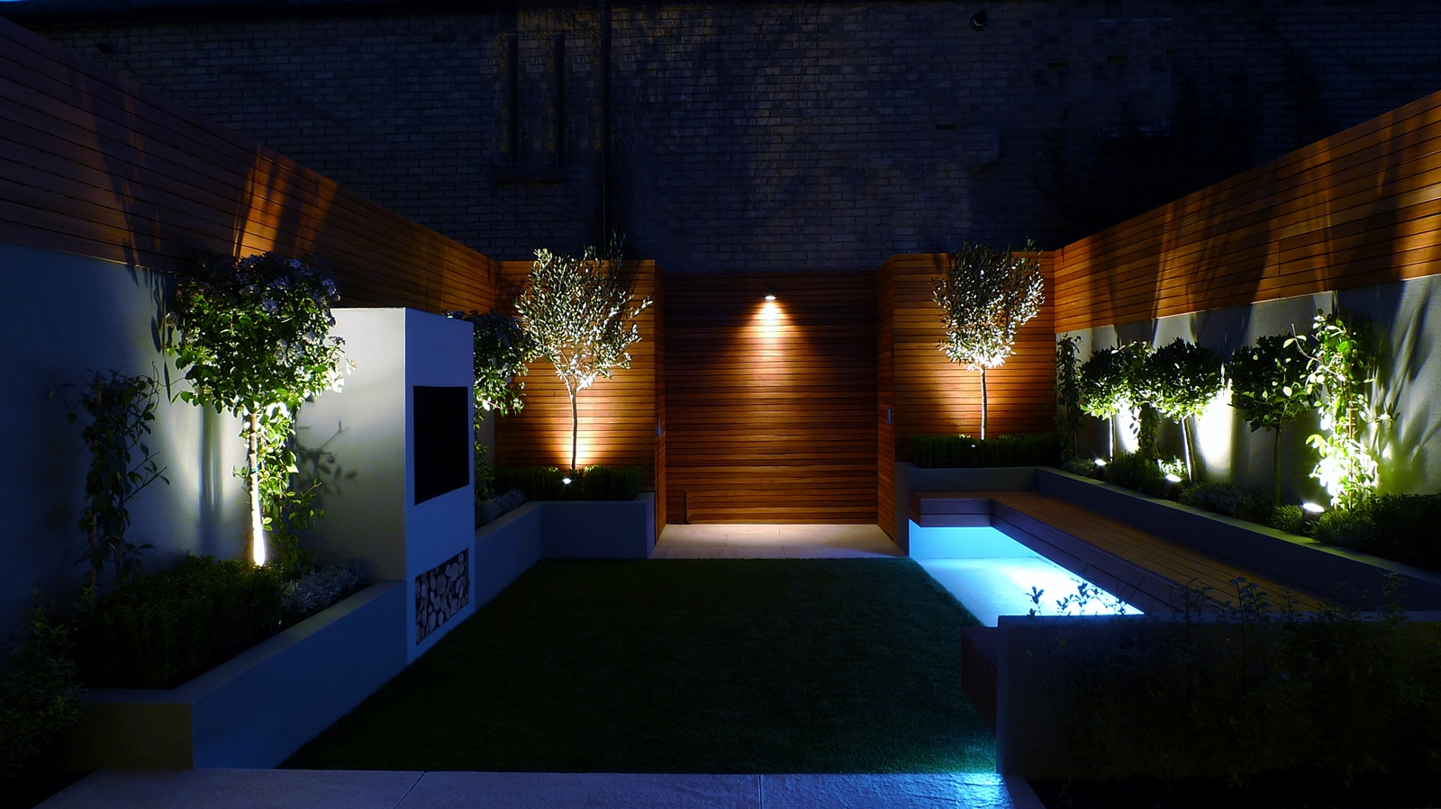 Grass london garden design part 5 for Outside lawn lights