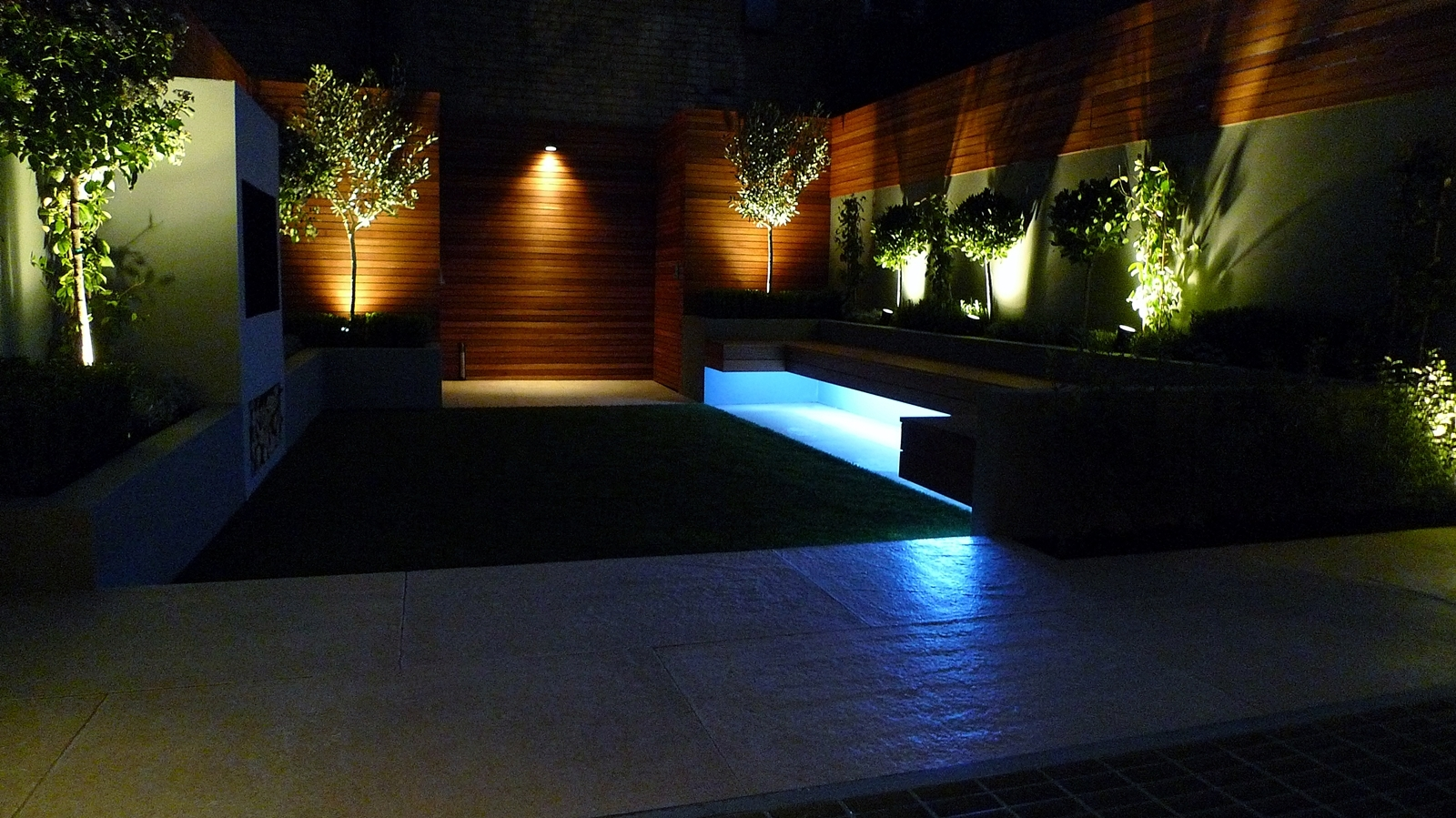 Modern garden design and landscaping night time lighting for Landscape design london
