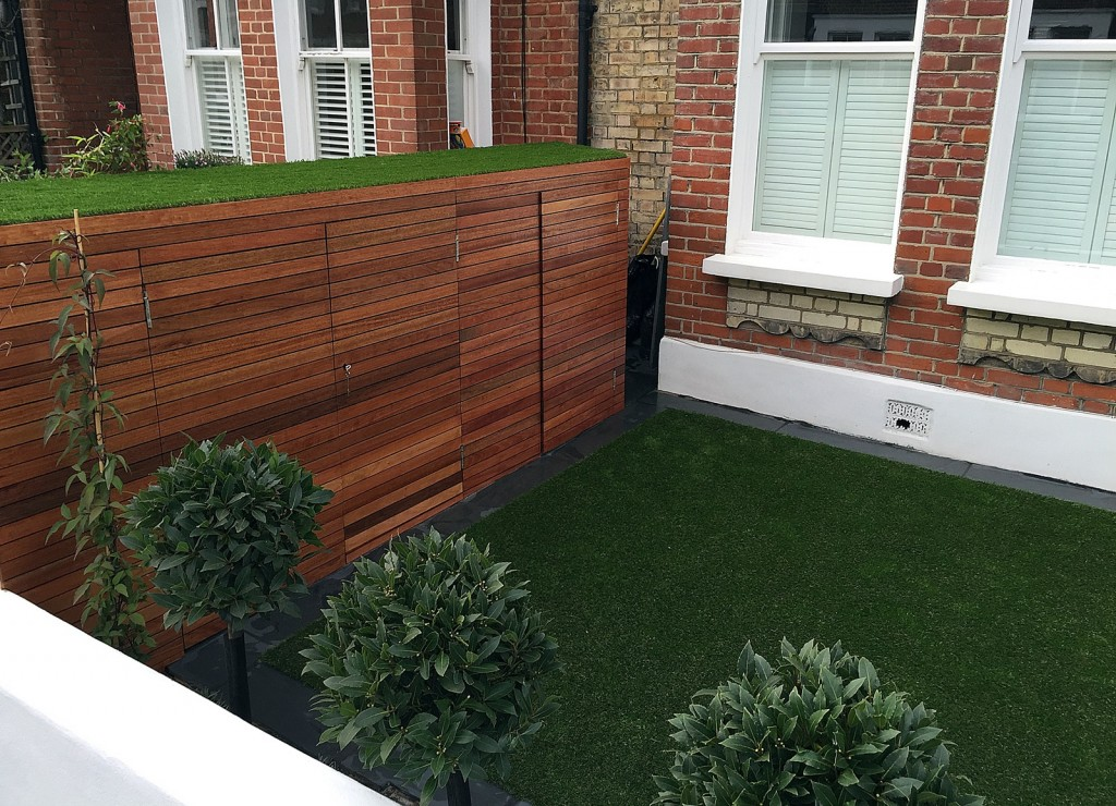 Fake grass Chelsea Putney architectural white garden wall planting Wandsworth