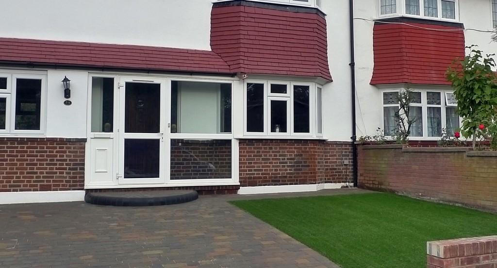 Fake grass front garden compant Wandsworth Balham brick garden wall yellow stock