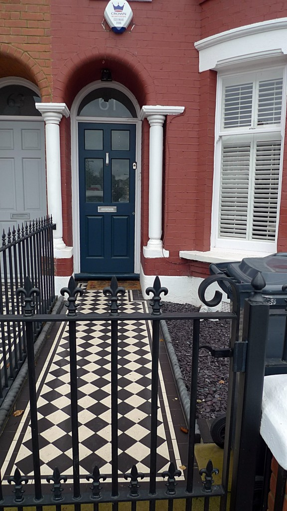 Ornamental stone Victorian mosaic black and white mosaic metal gate metal rail charcoal rope edge tiles York stone entrance stone Streatham Balham Clapham West Norwood London