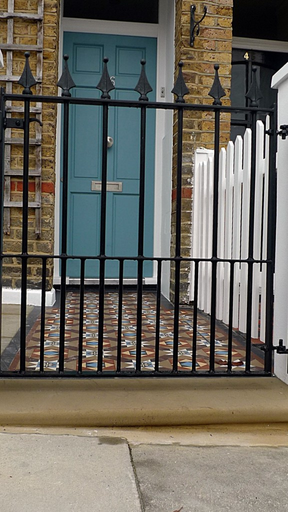 Ornamental stone Victorian mosaic multi colour mosaic metal gate metal rail brick garden wall render garden wall York stone entrance stone Earsfield Wandsworth Putney Wimbledon London